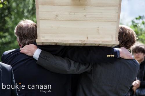 kist schouderen, uitvaart, begrafenis
